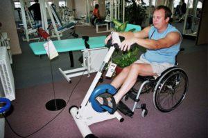 دور العلاج الطبيعي في علاج الشلل